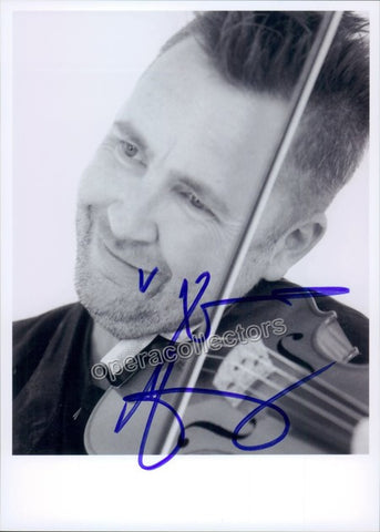 Kennedy, Nigel - Signed photo playing violin - TaminoAutographs.com