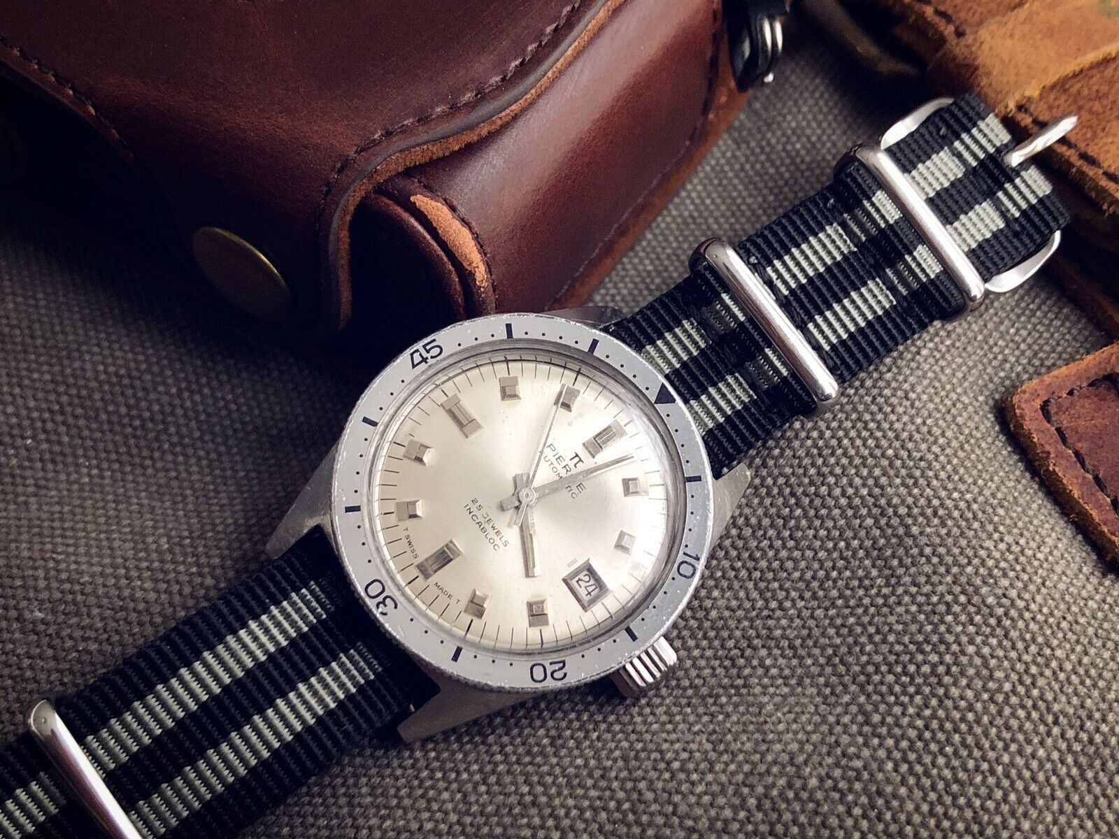 PIERCE DIVER WATCH. REF 337462