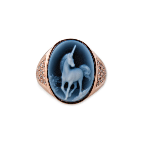 CARVED AGATE UNICORN CAMEO RING