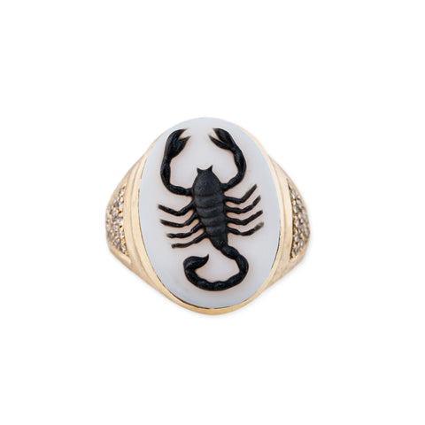 CARVED AGATE SCORPIO CAMEO RING