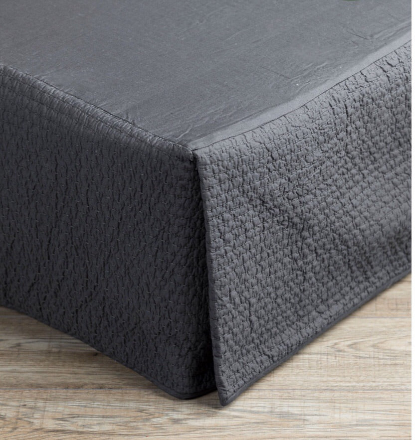 Valance quilted charcoal