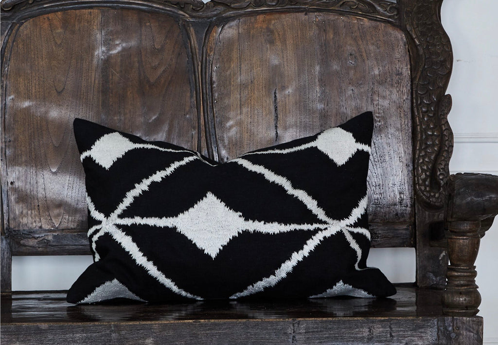 Cushion Geo embroidered rectangle