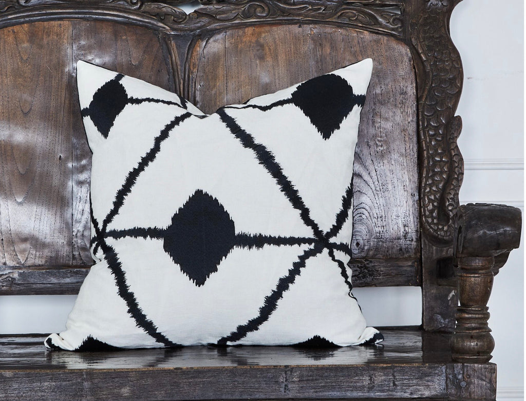 Cushion Geo embroidered 60x60