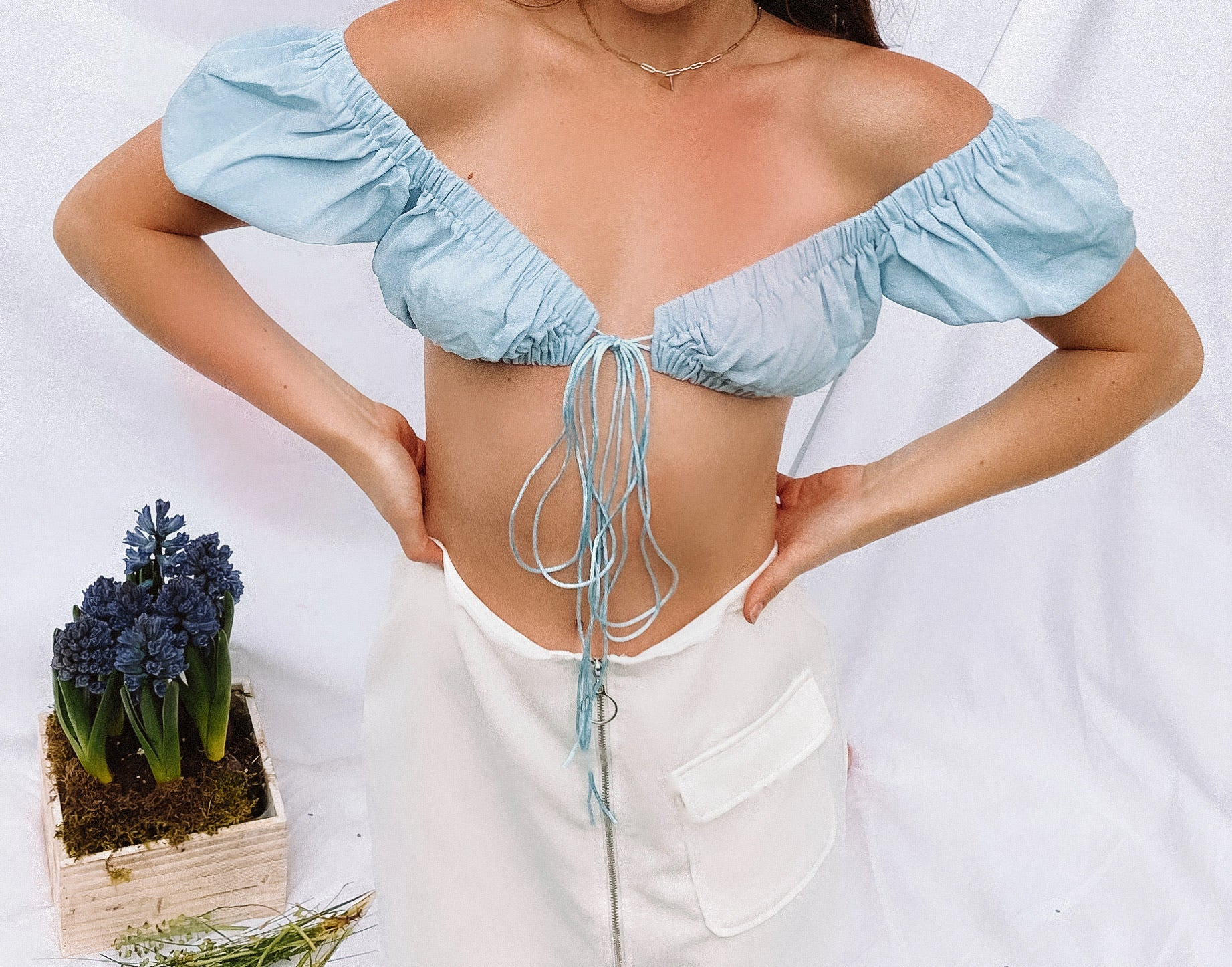 sweetheart tie front crop // blue
