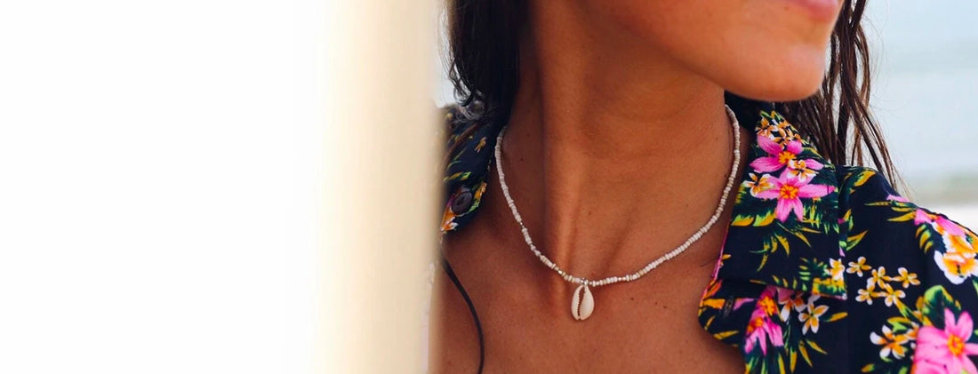 Collier Surfeuse en Coquillage