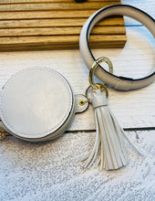 Load image into Gallery viewer, Bangle Key Chain With Wireless Headphone Holder