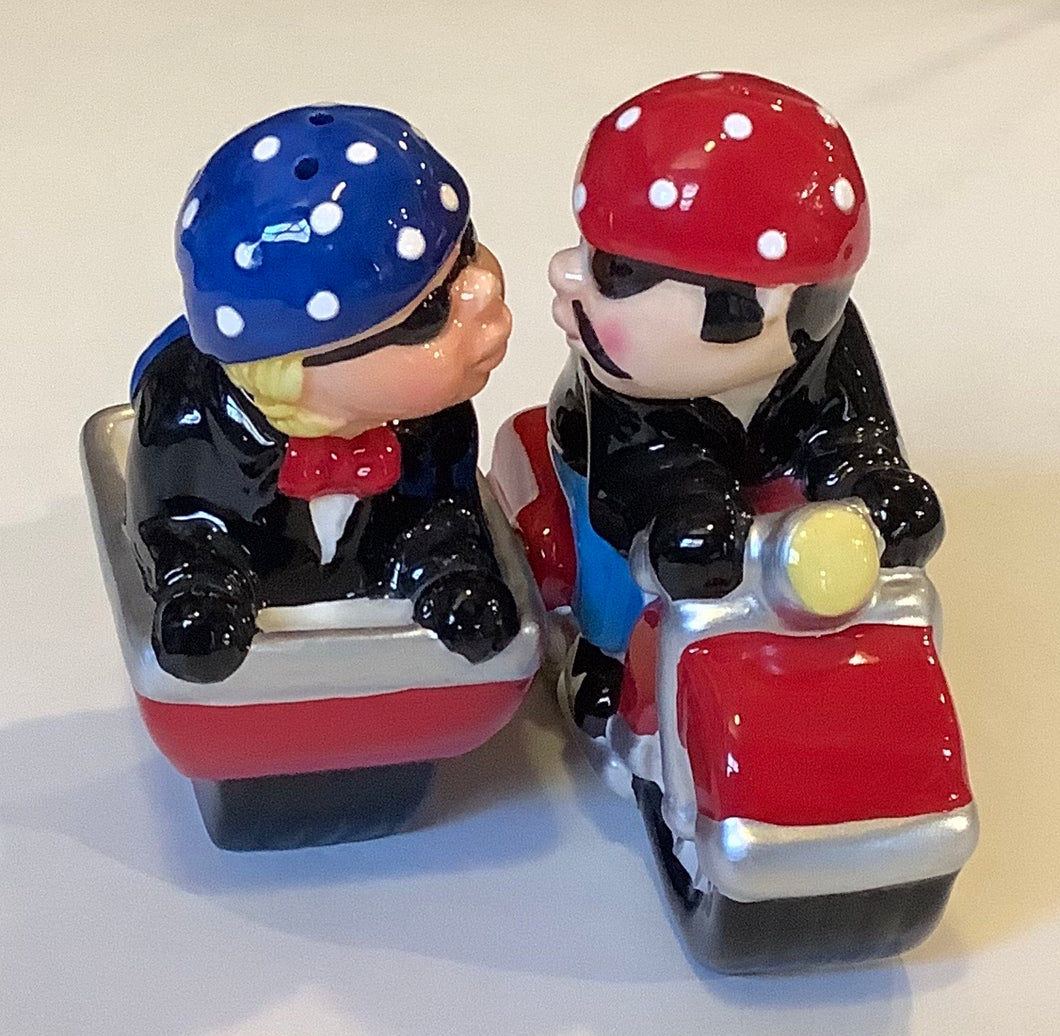 MOTORCYCLE WITH SIDECAR SALT & PEPPER SHAKER SET