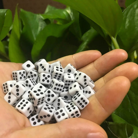50 Pcs/Lot Dices 8mm Plastic White Gaming Dice Standard Six Sided Decider Birthday Parties Board Game Drop Shipping