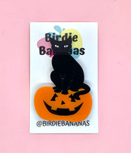 Load image into Gallery viewer, black cat jack o lantern brooch