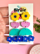 Load image into Gallery viewer, geometric flower earrings