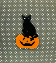 Load image into Gallery viewer, halloween cat brooch