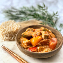 Load image into Gallery viewer, Thai Coconut Chicken Curry