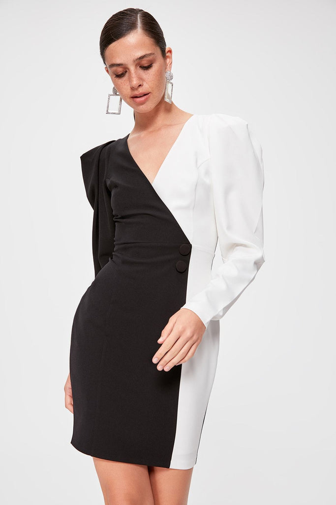 Black-White V-Neckline Juliet Long Sleeve Short Dress TKTPRAW20EL0849