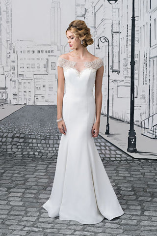 Justin Alexander - 8878 Sample Gown