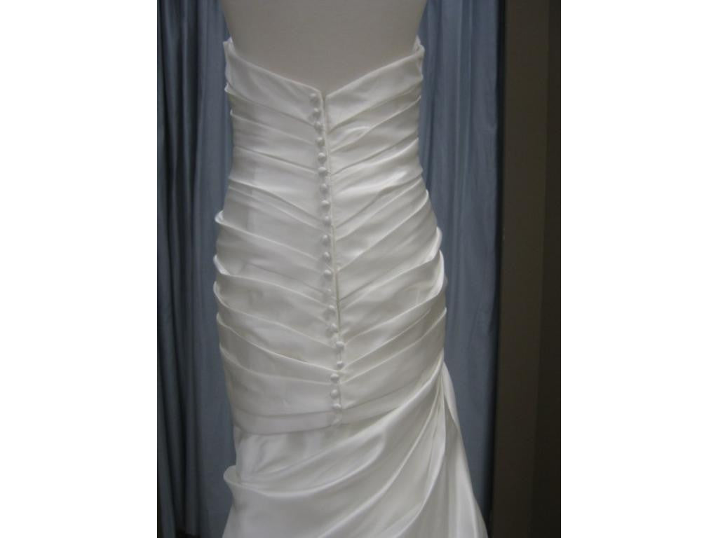 Allure Bridal - P826 Sample Gown