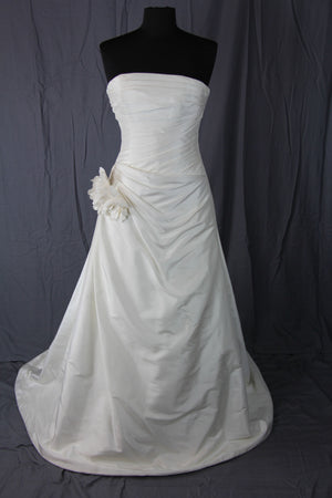 Augusta Jones - Anushka Gown