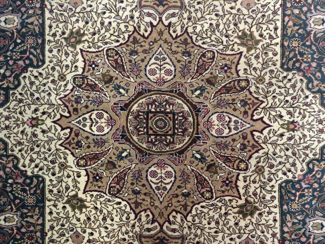 Terrific Turkish - 1940s Antique Kayseri Rug - Oriental Floral Carpet 6'5