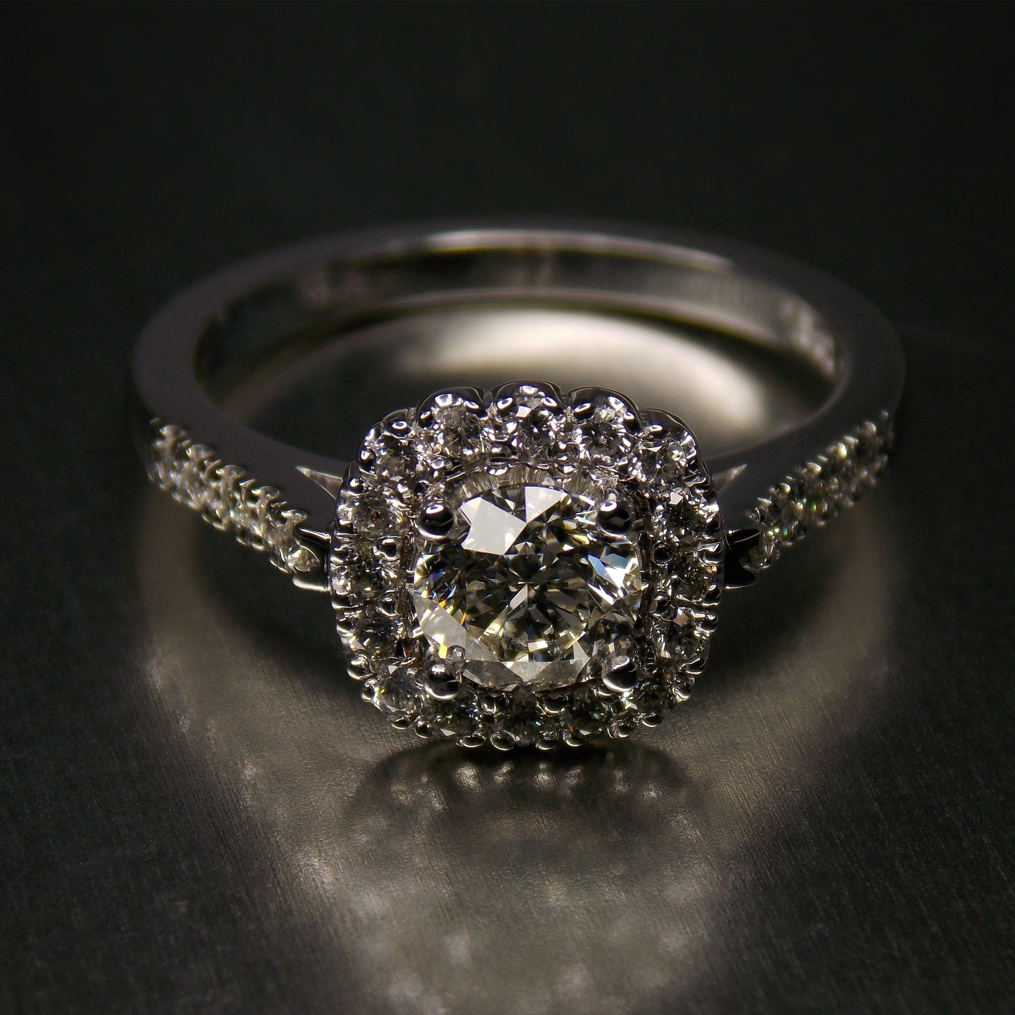 18K white gold & diamond halo ring front