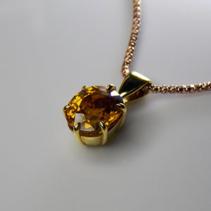 Six-claw citrine pendant in yellow gold
