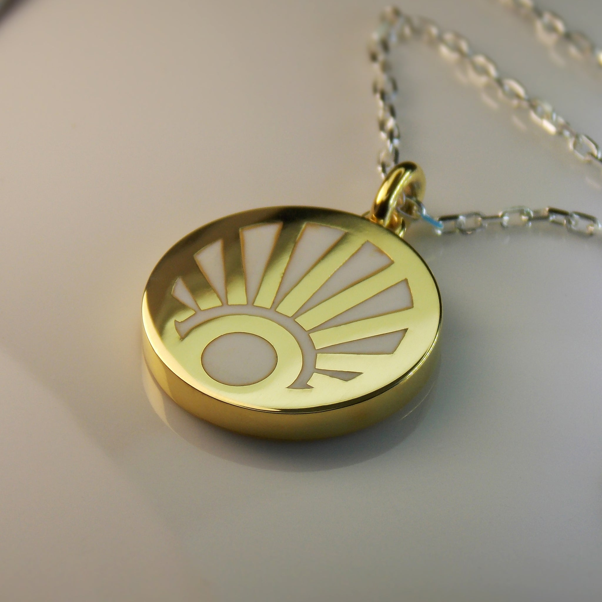 African sunrise pendant in yellow gold and resin