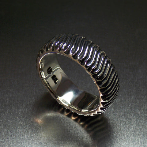 Oxidized silver traction ring