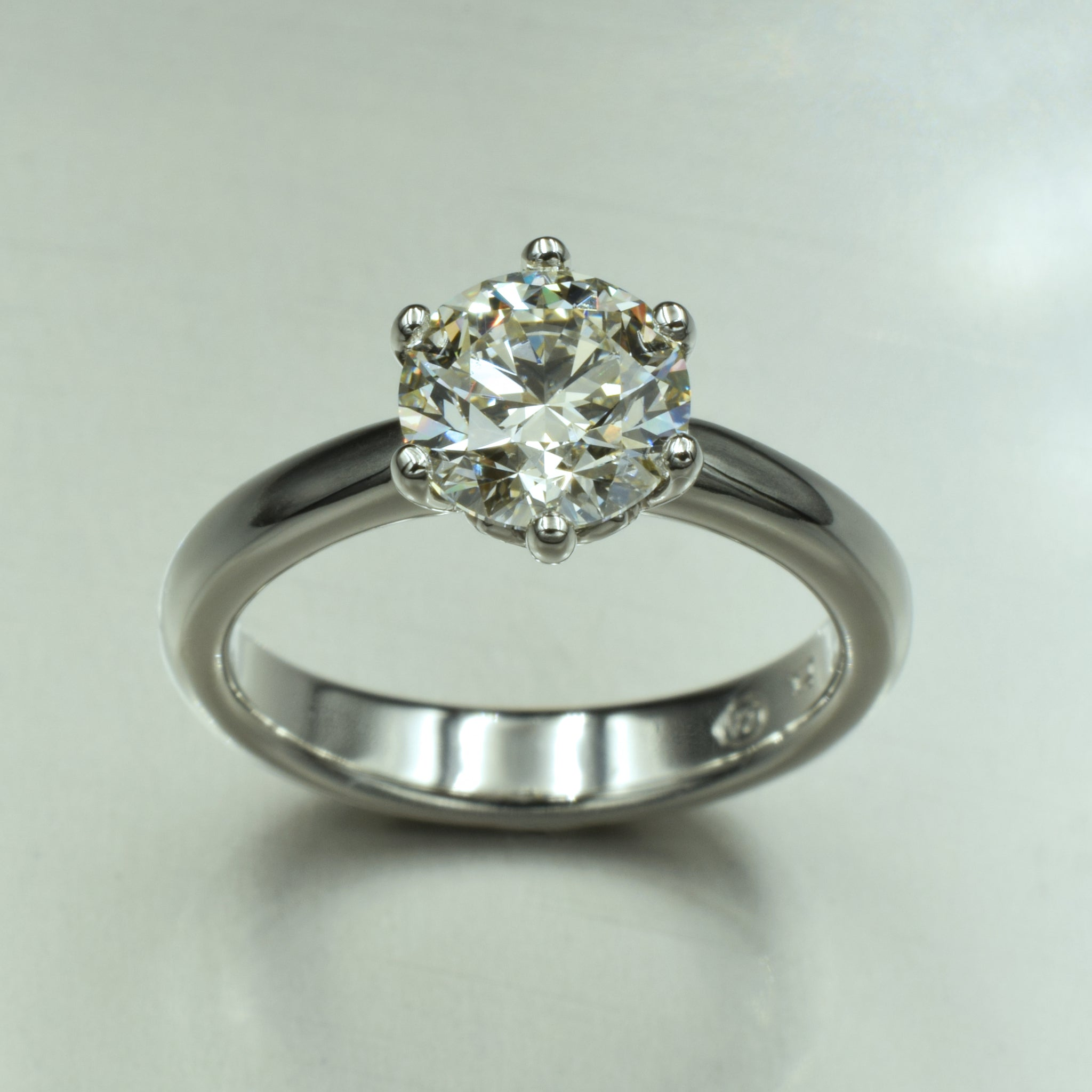 18K white gold & diamond six-claw solitaire