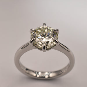 Six-claw diamond and platinum solitaire with eagle claws