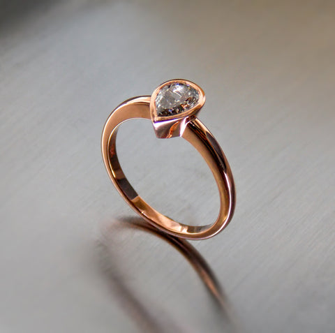 Pear shape diamond and 18K rose gold solitaire