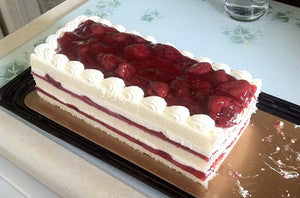 Kirkland Signature Cream Cake with Strawberry Topping 1.30 kg
