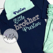 Little brother shirt - Welcome home outfit - Little brother outfit - Baby brother shirt - Hello world shirt - Baby shower Gift - Mickie and Mum Personalized Baby Outfits