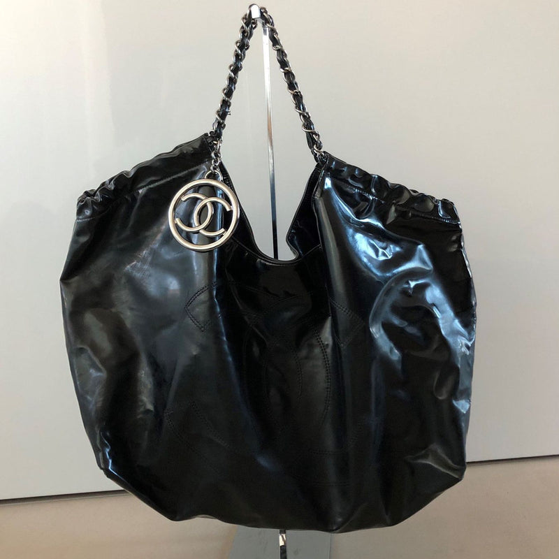 CHANEL Coco Cabas Lackleder Shopper