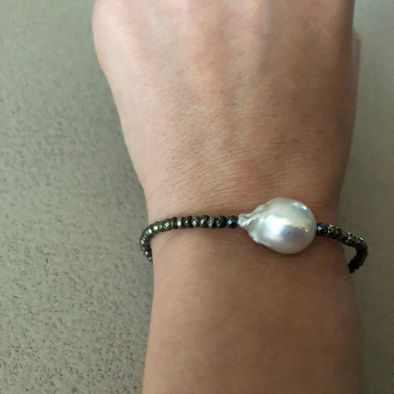 Armband mit grosser Perle
