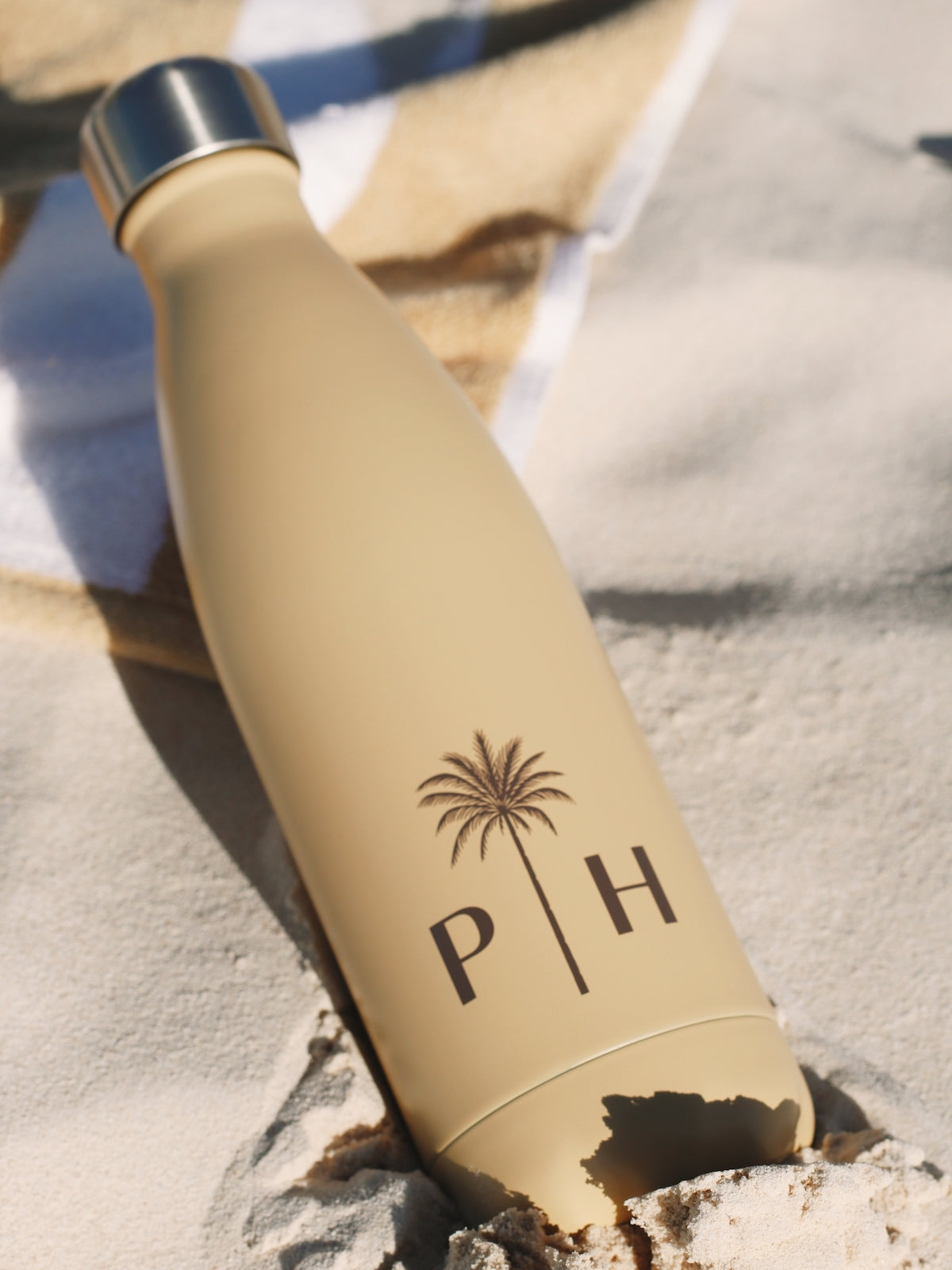Palm Heights thermo bottle on beach sand