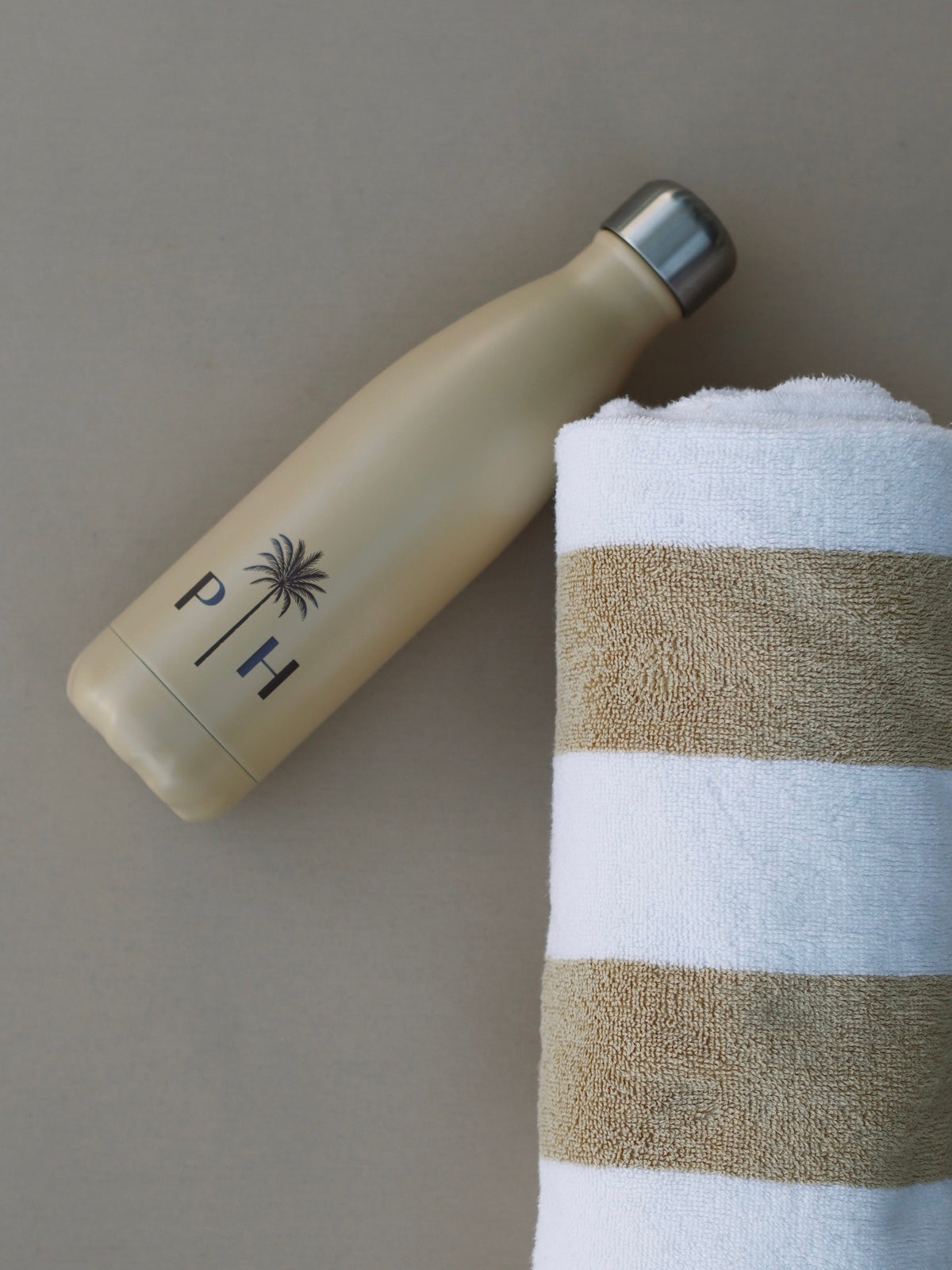 Palm Heights thermo bottle with beach towel