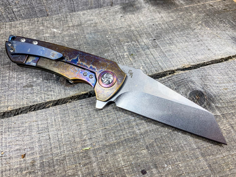Kizer Critical - St. Nick's Custom Anodization - Lightning Strike Finish