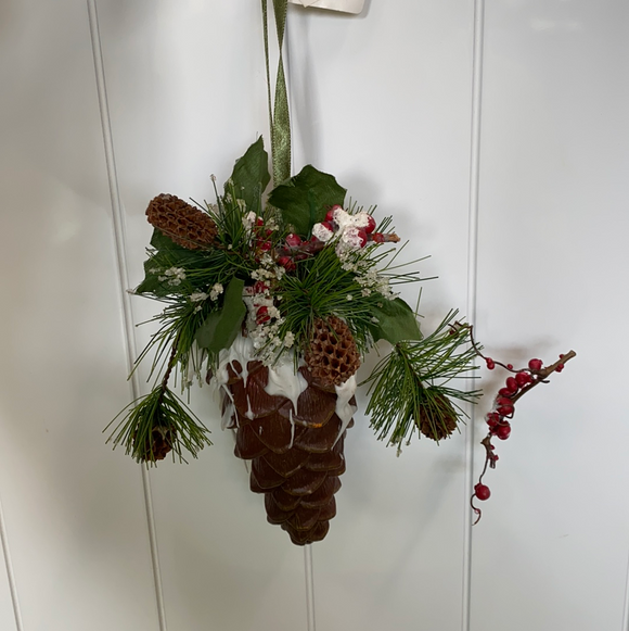 7in high holiday pinecone with frosted leaves moose section