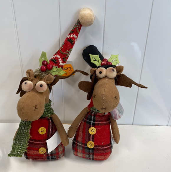 10in high holiday moose with holly hat