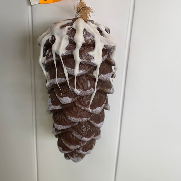 5in high holiday snowy pine cones moose section