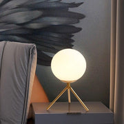 lampe de chevet scandinave trépied LED