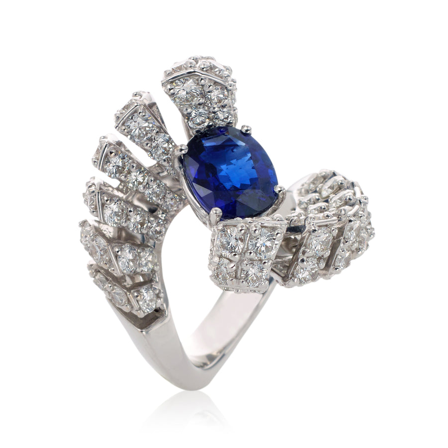 Ventaglio ring in 18K white gold with pave white diamonds and blue sapphire center stone