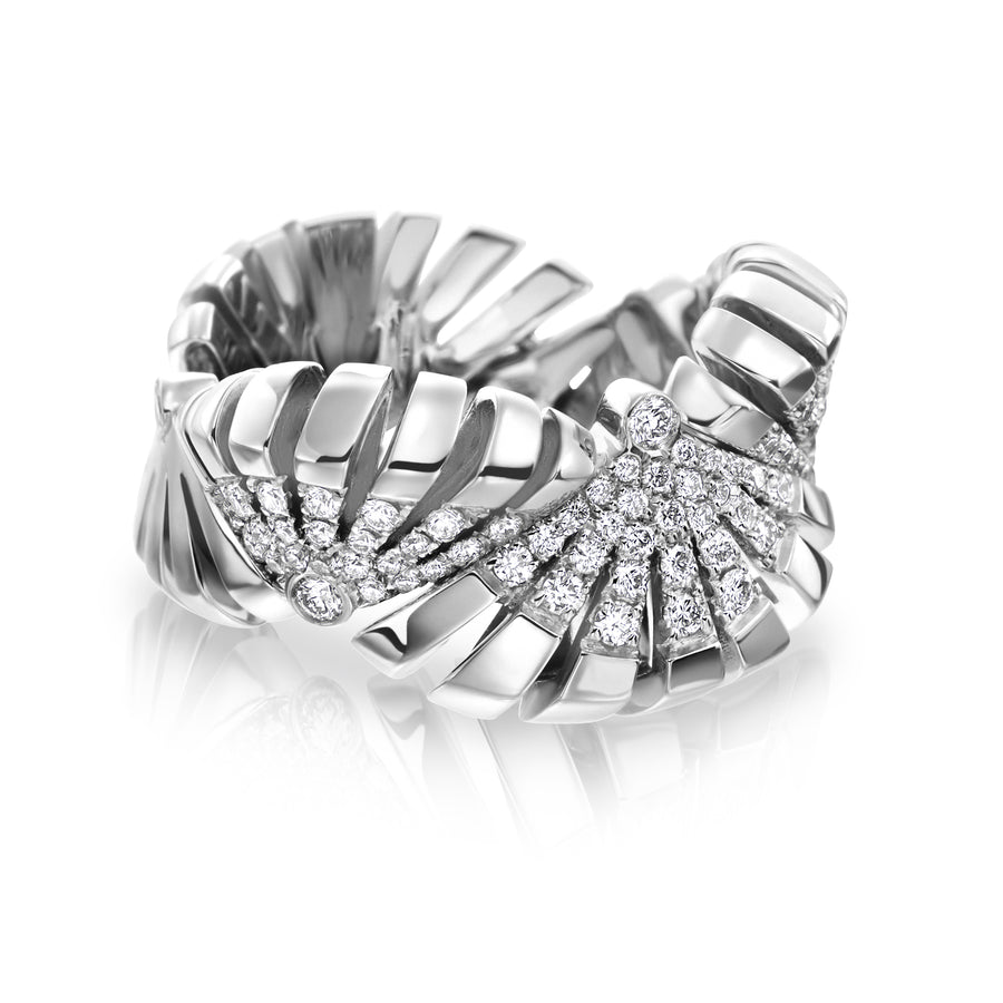 Ventaglio ring features 18K white gold and diamonds