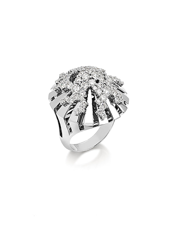 Ring in 18K white gold large dome shape with fvs1 diamonds