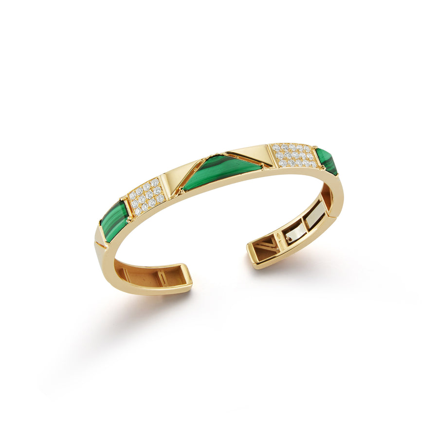 Baia small cuff in 18K yellow gold with 2 elements of white pave diamonds and 3 elements of malachite
