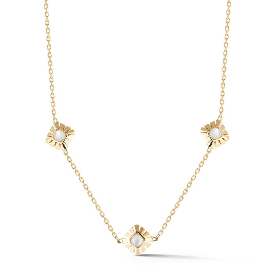 Ventaglio necklace in 18K yellow gold with mother of pearl