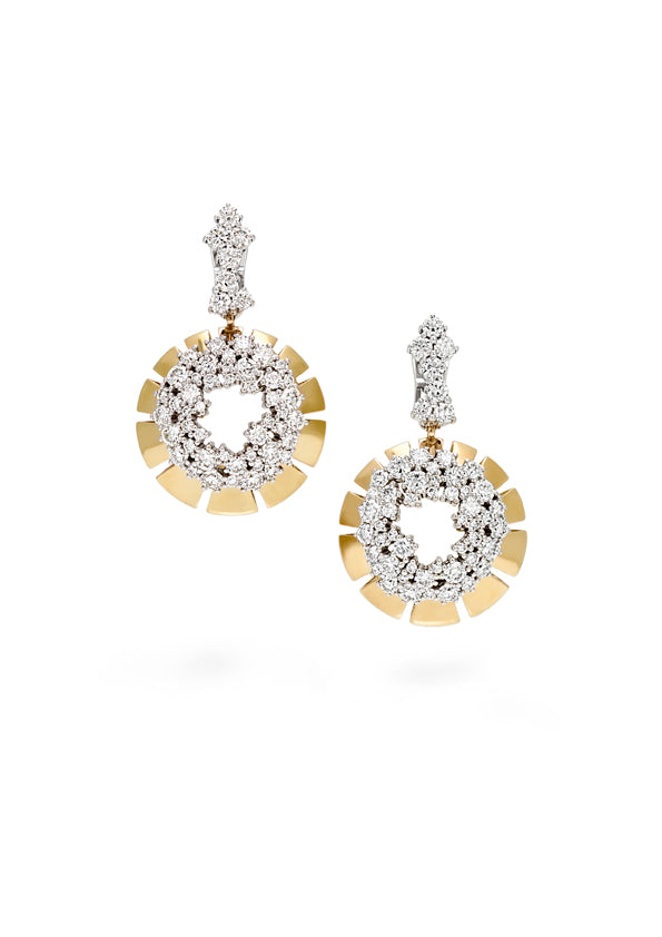 Earring 18K yellow gold with open center surrounded by fvs1 diamond cluseters