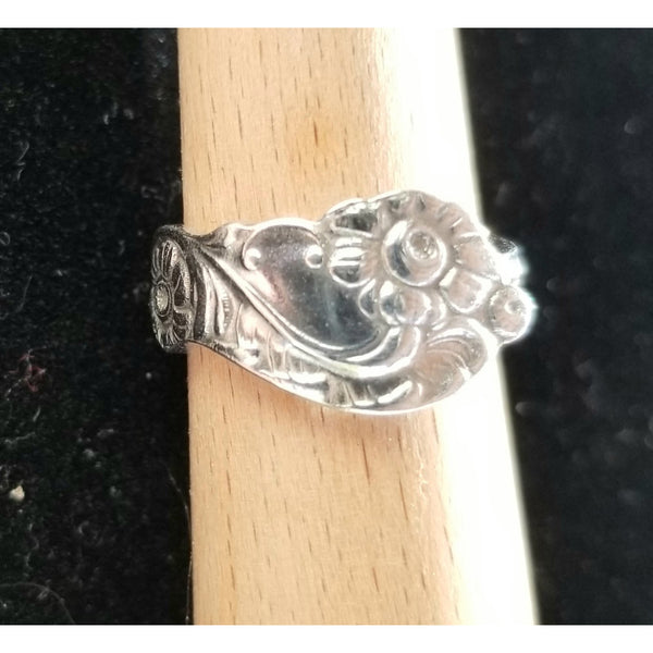Petite floral fork ring