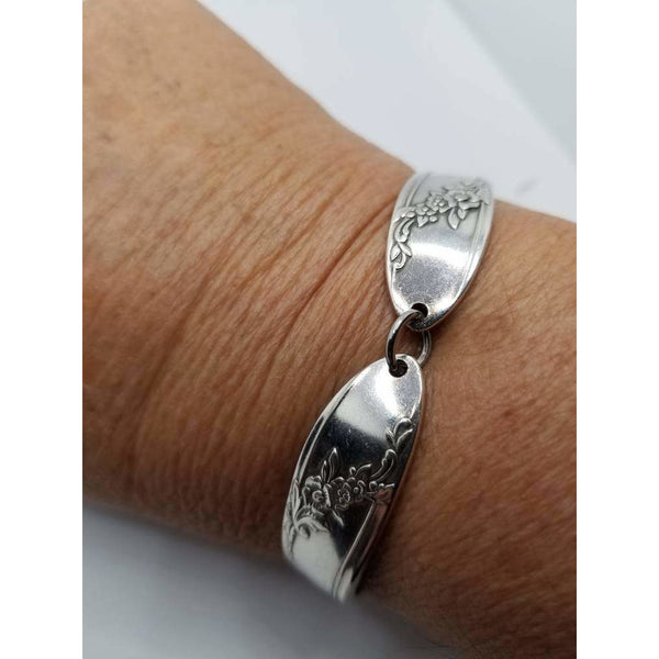 Spoon bracelet, Queen Bess 1946, size small,upcycled gifts, Mother's day, vintage silverware jewelry, free gift box
