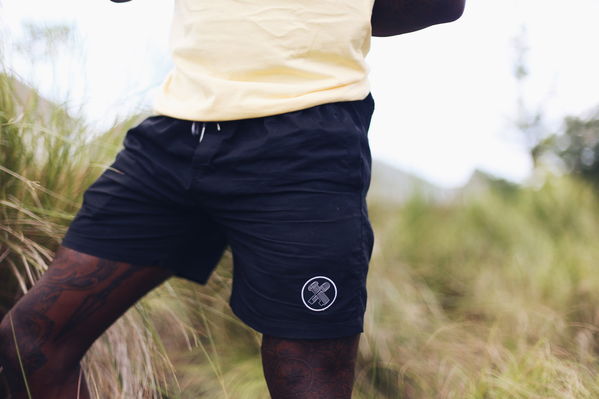 THE BEACH SHORTS (BLACK)