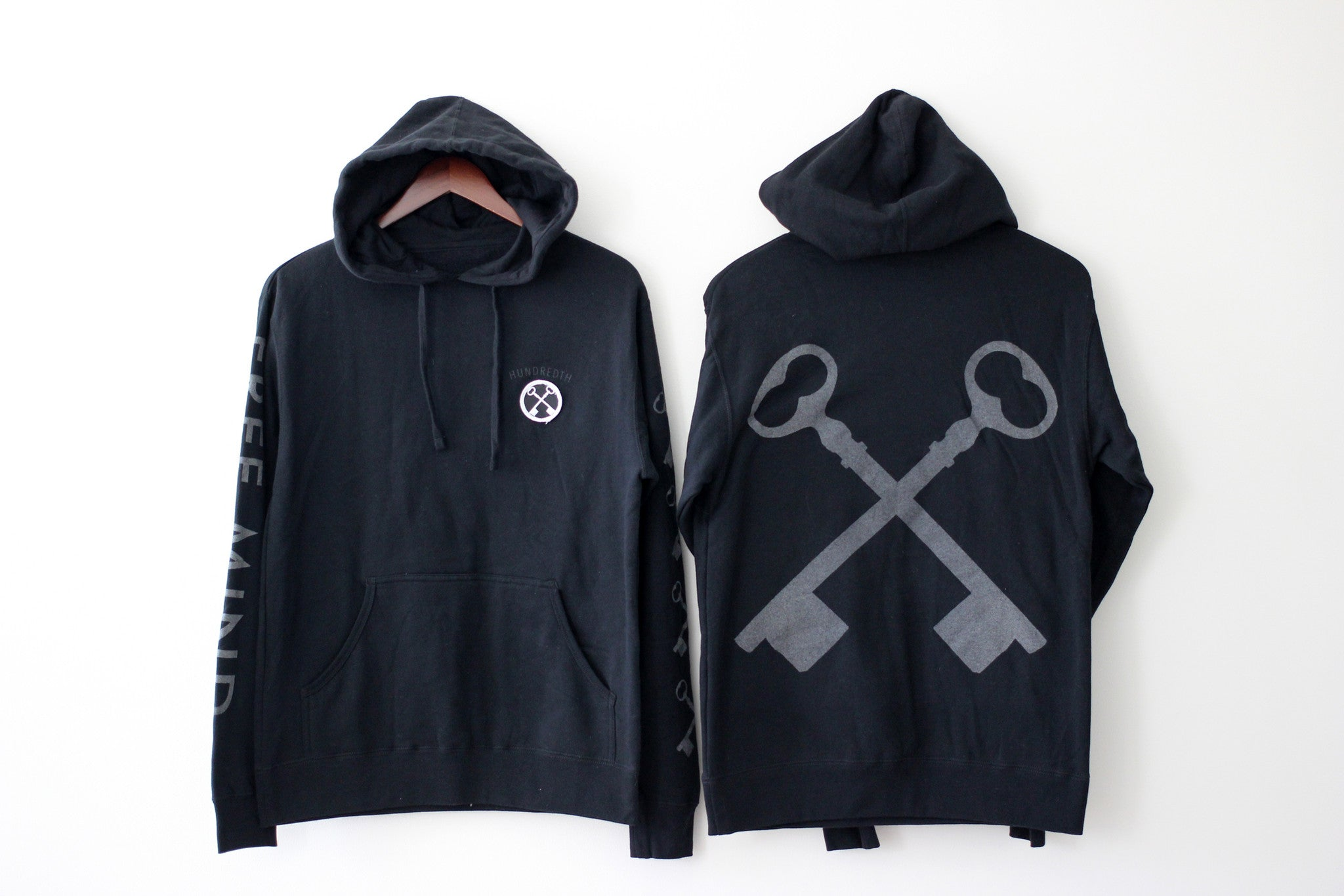 THE REFLECTIVE PULLOVER HOODIE (BLACK)