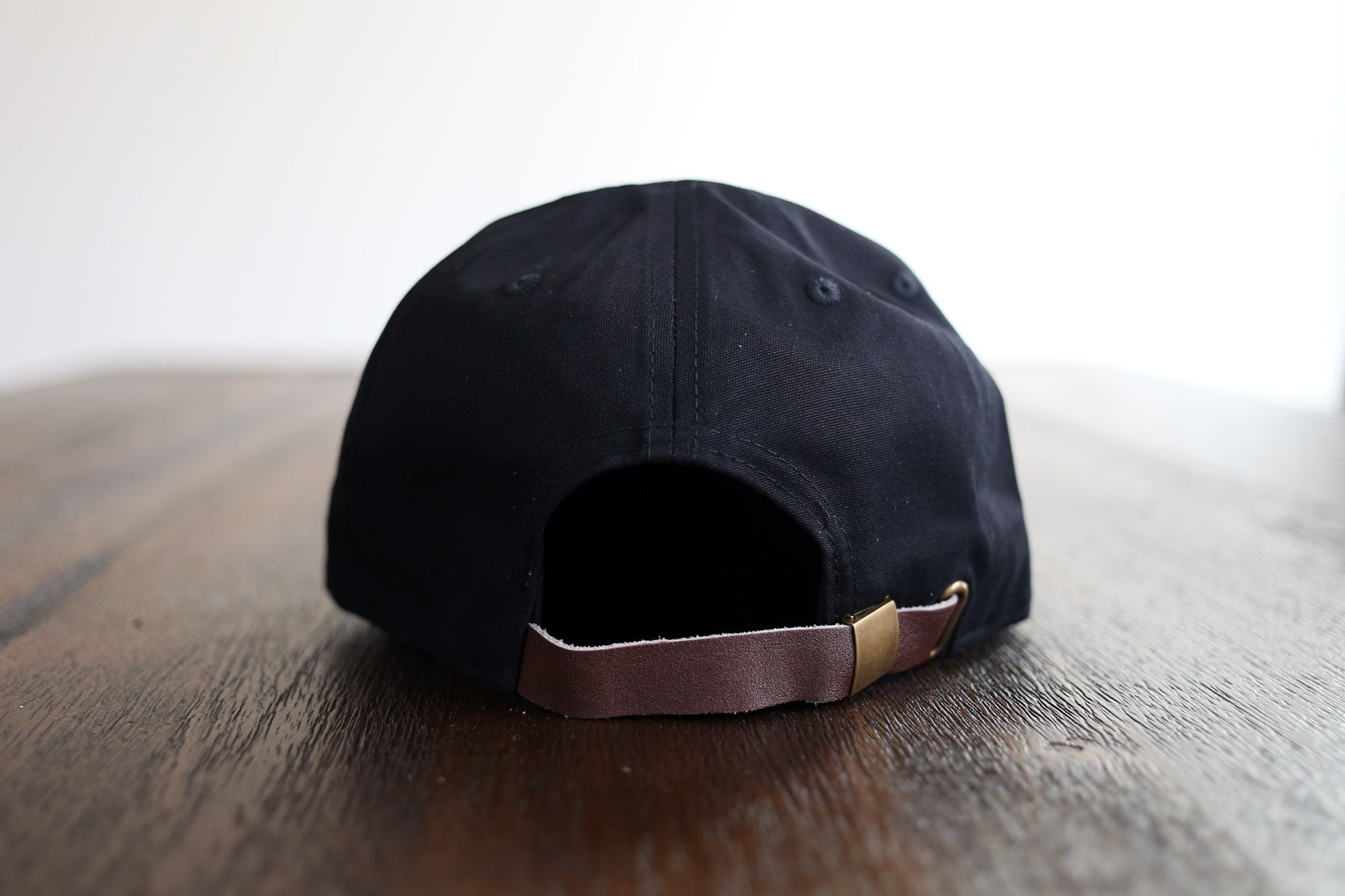 THE BLACK STRAPBACK